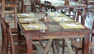 tavola locanda apparecchiata