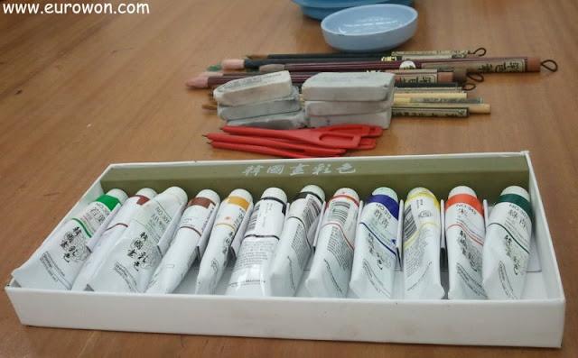 Pintamos a mano un abanico tradicional coreano eurowon - Como pintar abanicos ...