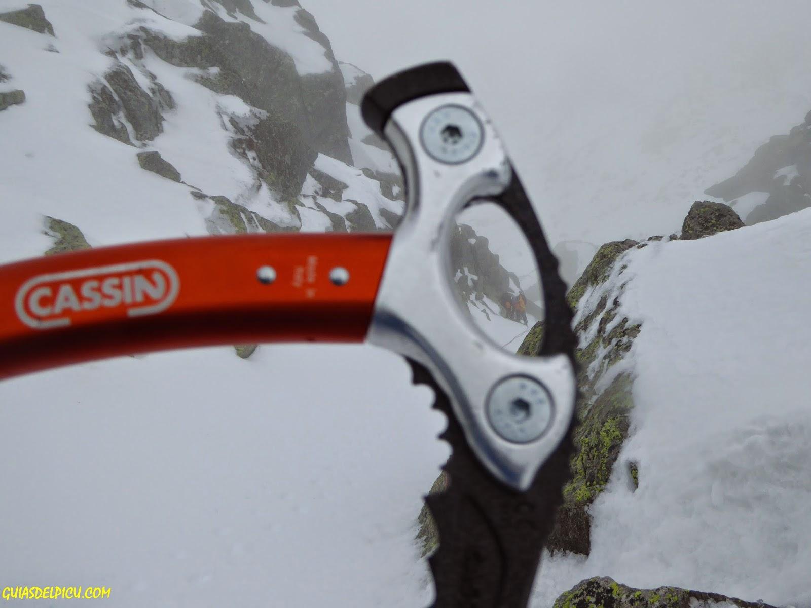 Cassin all mountain , picozze , ice axe, Fernando Calvo , guia de alta montaña