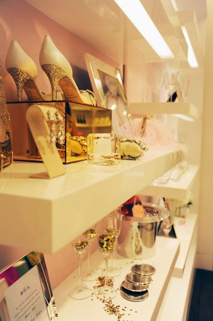 Kate Spade New York awesome new store, decoration with gold and shoes