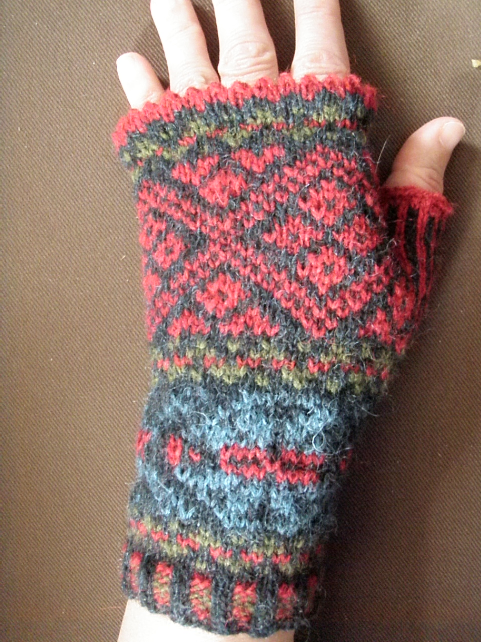 QUILTING. KNITTING. SPINNING. WEAVING.: Fair Isle fingerless mittens - a guide