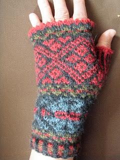 QUILTING. KNITTING. SPINNING. WEAVING.: Fair Isle fingerless mittens - a guide