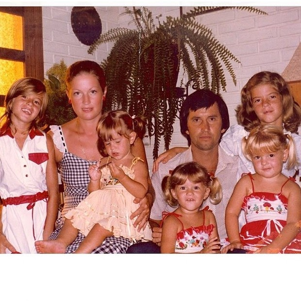 Gisele Bundchen posted a photo of  his family album