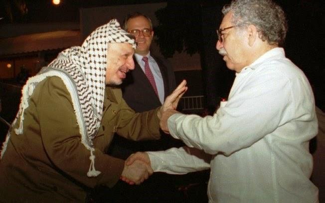 Gabriel García Márquez encontra o líder palestino Yasser Arafat