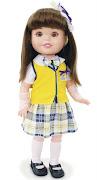 Parecida com a personagem da novela Carrossel, a boneca vem com luvas como .