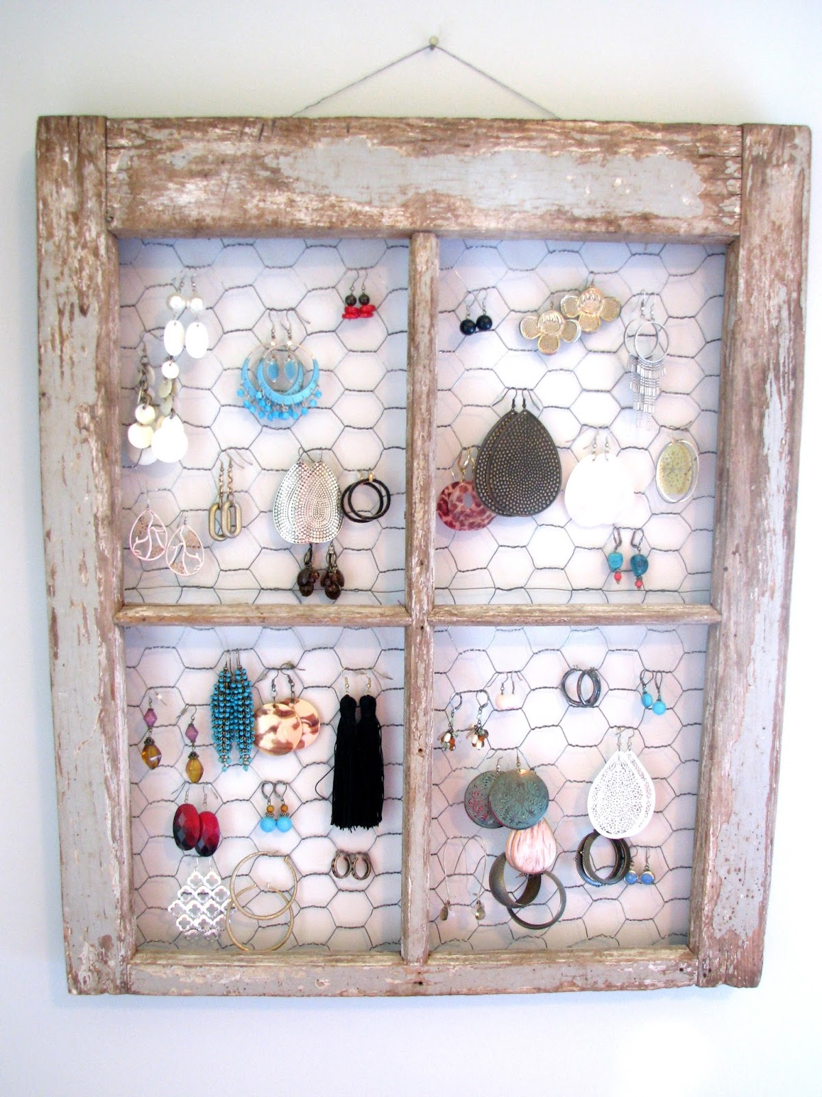 Life Love Larson: DIY: Jewelry Holder
