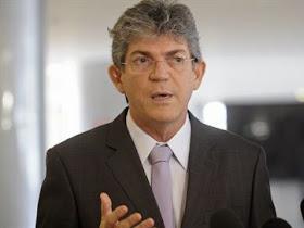 Governador começa reforma e exonera secretária de Interiorização
