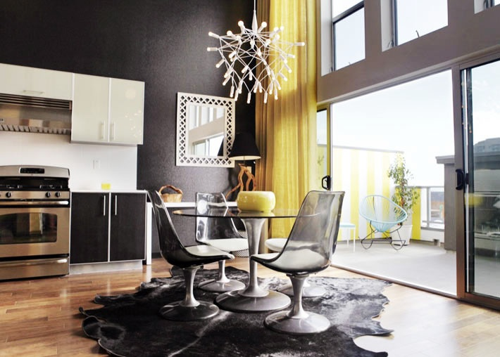 black white and a little pop of yellow 10 fabulous rooms cozy