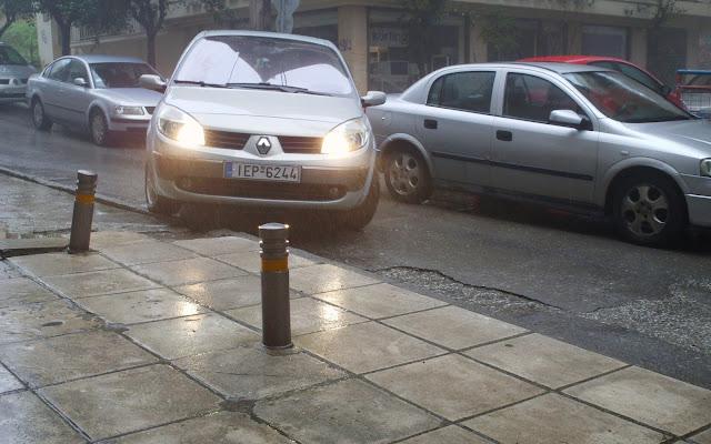 Mε τόσους δρόμους που πεζοδρόμησαν το παράνομο παρκάρισμα έχει γίνει must