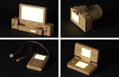 aparatos tecnologicos hechos con cartón reciclado