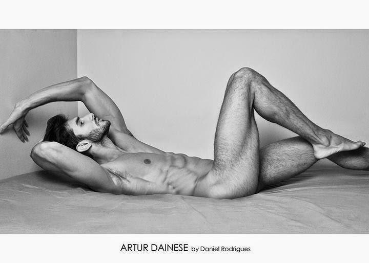 Artur Dainese nudo