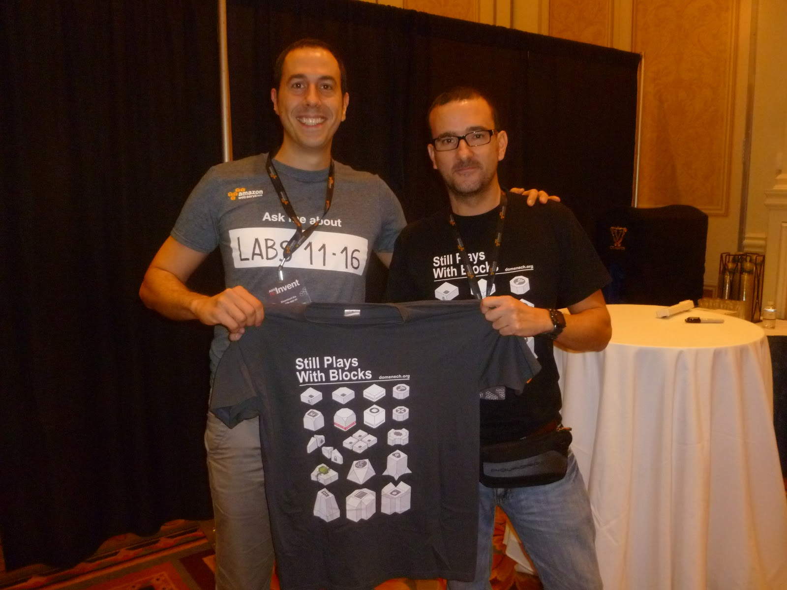 aws-reinvent-t-shirt-blog-domenech-org-carlos-conde