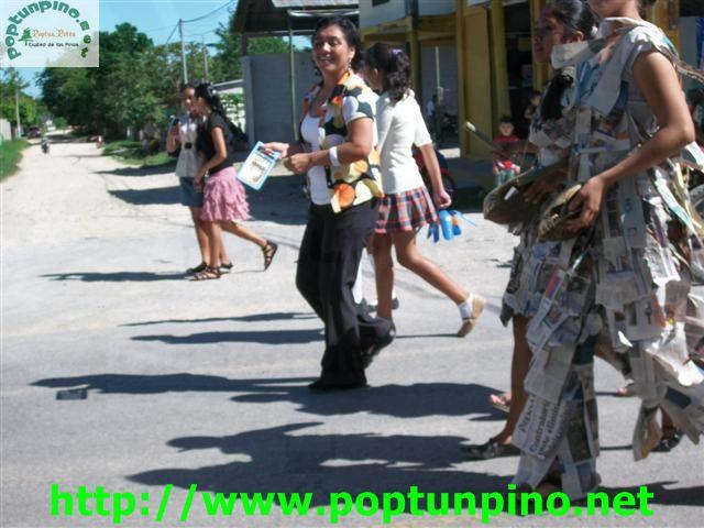 junio de 2012 a las 8 de la mañana dió inicio el desfile de carrozas