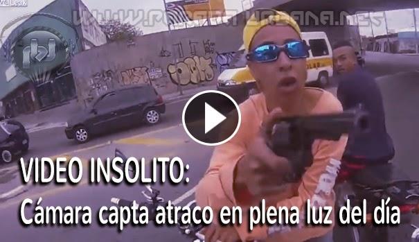 VIDEO INSÓLITO - Cámara de la victima capta el momento en que lo atracan, en plena luz del día