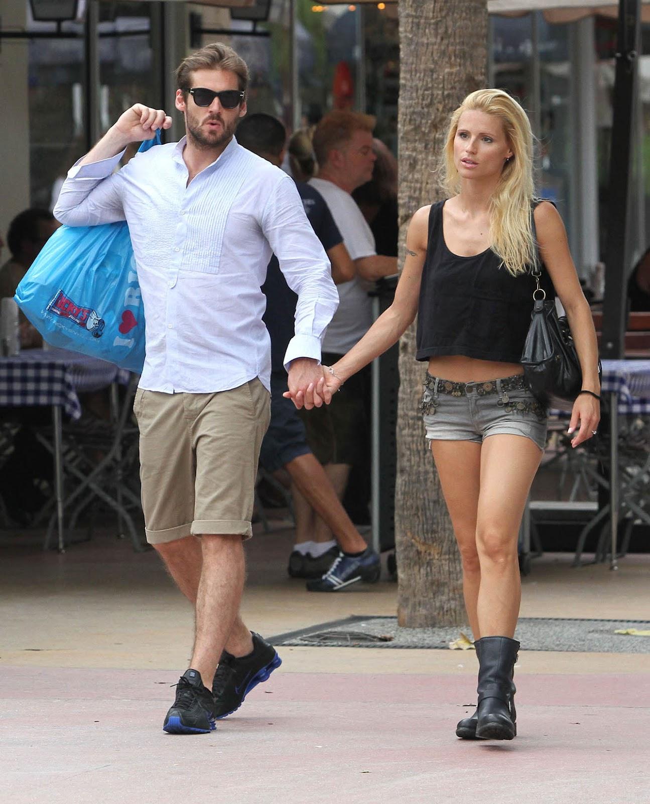 http://2.bp.blogspot.com/-C13NMjdRCDo/T9CTjip__QI/AAAAAAAAKdI/h7MNLA-KAtE/s1600/michelle_hunziker_jean_shorts_6.jpg