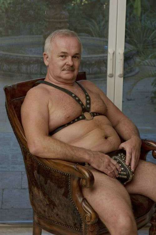 sexy older guys - sexy leather gays - mature leather daddy