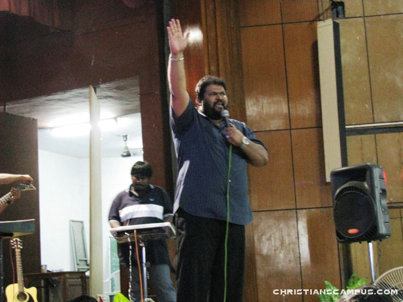 Freddy Joseph Ministries presents Enn Meetpar Tamil Christian Songs download