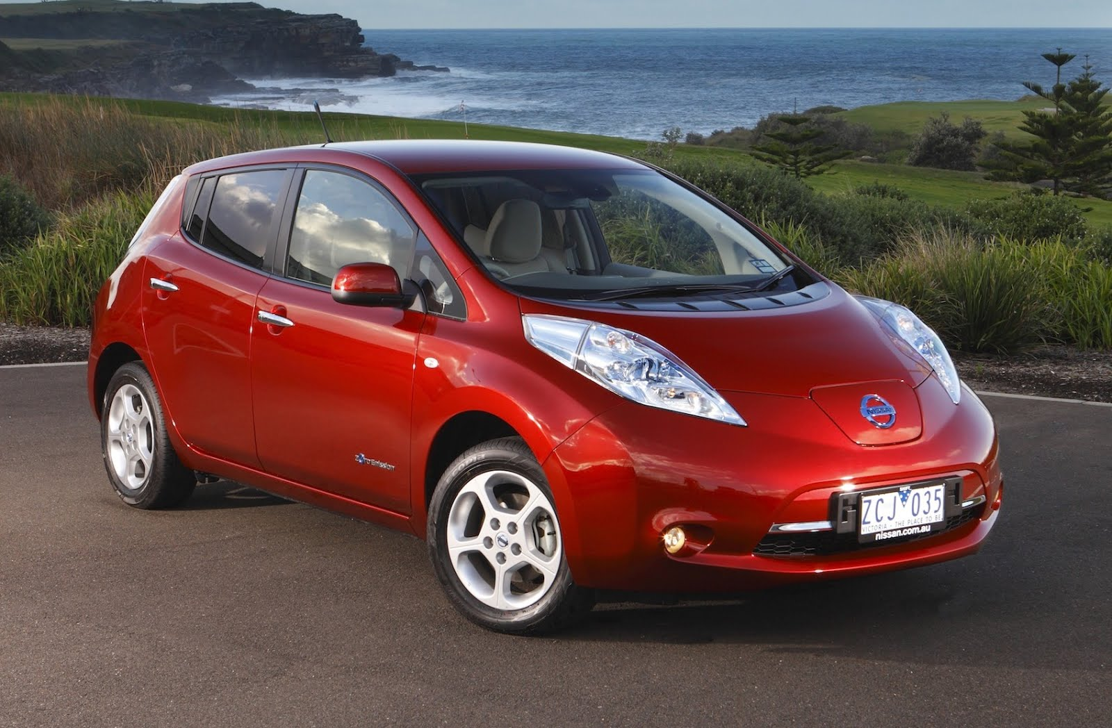 nissan cuts electric leaf prices in europe electric. Black Bedroom Furniture Sets. Home Design Ideas
