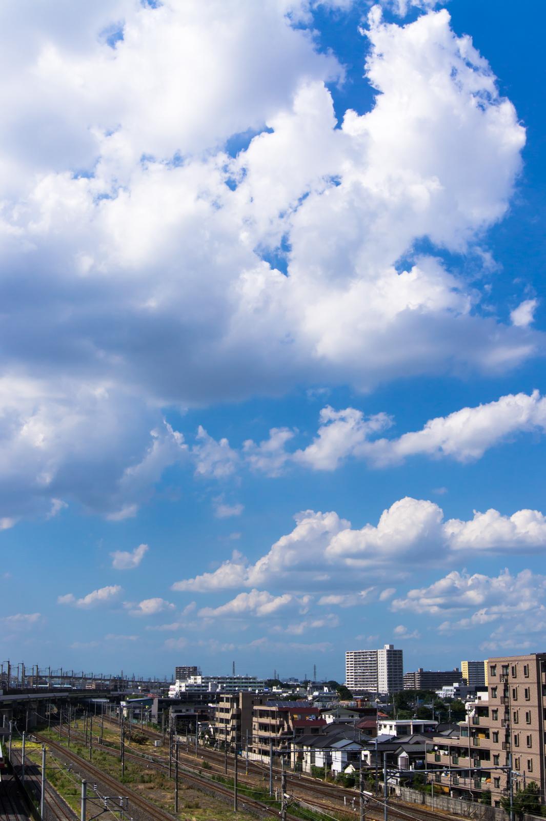 鉄道博物館から撮影した線路と青空の写真