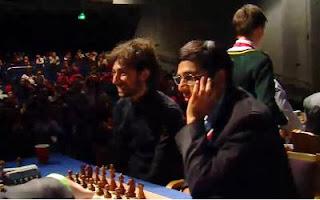 Echecs : Viswanathan Anand lors du Pro-Celebrity Challenge de Londres © Chess & Strategy