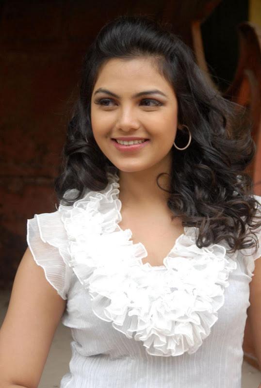 Actress Priyanka Tiwari New Hot Stills Photos hot images