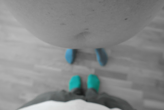 Blått, grönt och en mage där mellan