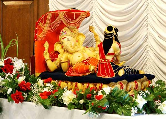 Ganesh chaturthi 2012 decoration ganpati decoration ideas for Decorations of ganpati for home