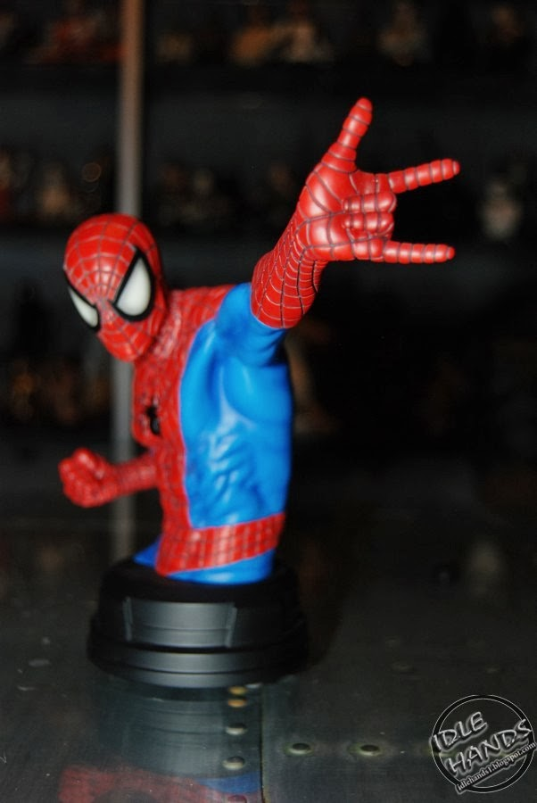 SPIDERMAN RED AND BLUE MINI BUST GENTLE GIANT Toy+Fair+2014+Gentle+Giant+Marvel+Comics+Spider-Man+Red+and+Blue+Mini+Bust+06