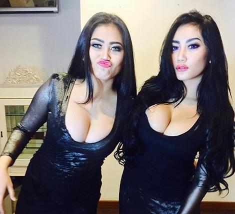 serigala bugil duo