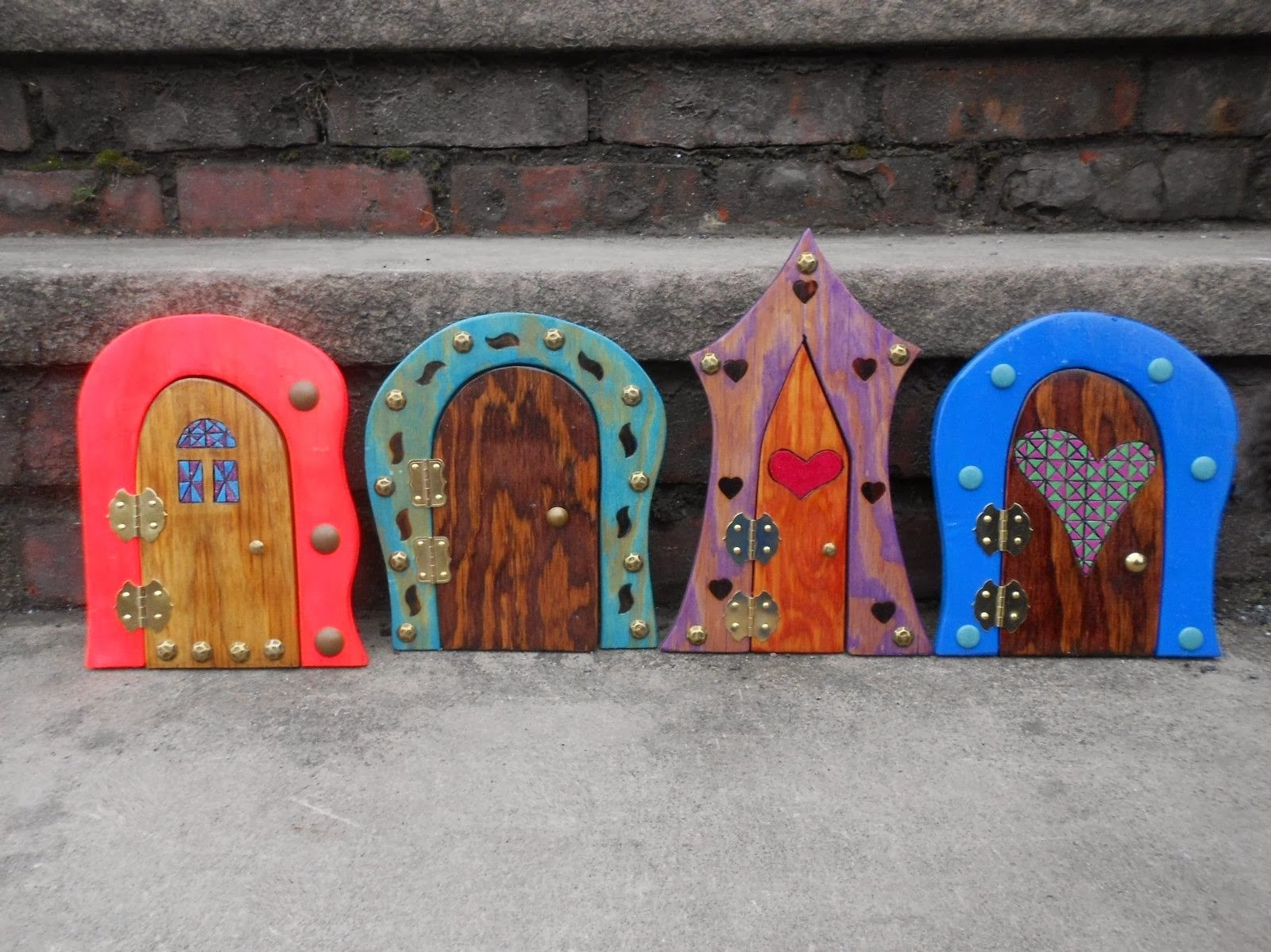 The paper pi ata tooth fairy doors for Tooth fairy door ideas