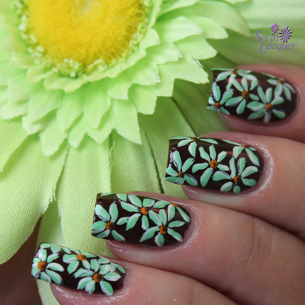 Winter daisies - floral nail art
