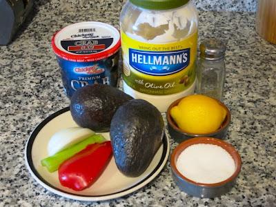 Авокадо, фаршированные крабовым мясом