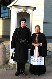 photo of Sylvia Munsen and a guard at the palace