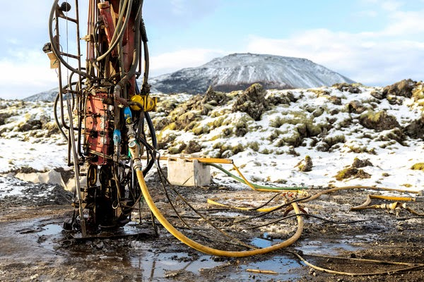 A drilling rig at the CarbFix site in Iceland, where researchers are testing whether gaseous carbon dioxide can be turned into rock as a way of keeping it out of the atmosphere. (Credit: Bara Kristinsdottir for The New York Times) Click to Enlarge.