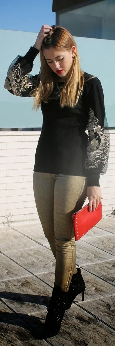 Black Long Sleeve Sweater With Golden Leather Leging And Black Boot