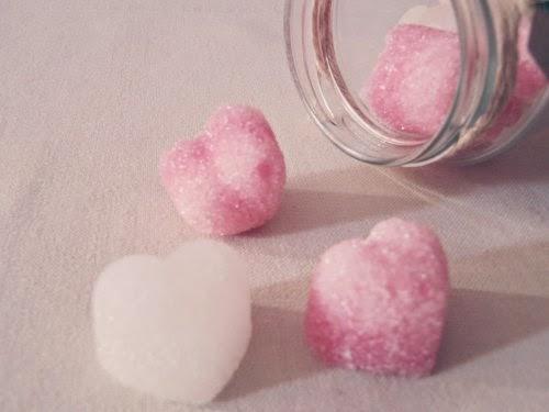 Presentación terrones de azúcar de corazones blanco y rosa