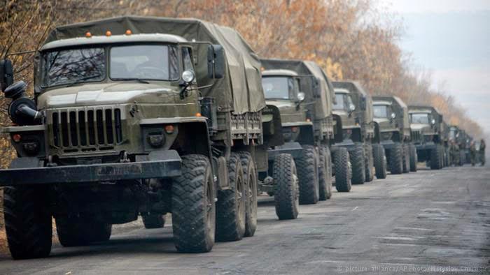 Обстановка в Донбассе остается напряженной, российские войска проводят перегруппировку своих сил.