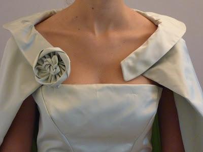 cape de robe de mariée par couturière à Versailles
