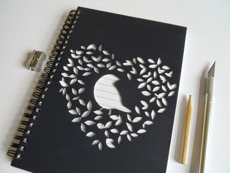 Io ho disegnato prima la decorazione su un foglio e l\\u0027ho poi riportata  sul retro della copertina (al rovescio) in modo da non andare a caso e  poter