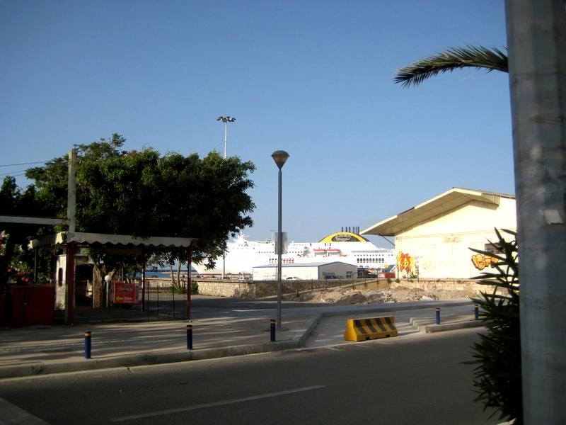 Pogled na pristanište brodova - preko puta autobuske, kada idete iz pravca Mletačke luke ili kada izađete iz stanice i krenete prema gradu - Mletačka luka i centar su levo 3 minuta odavde