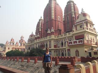 Cris en el templo hinduísta de Laxminarayan