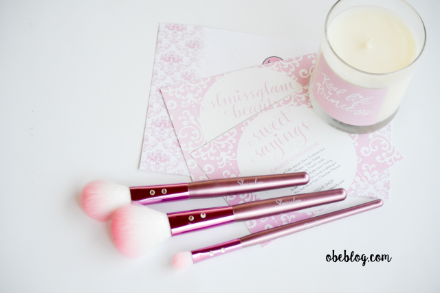 SLMISSGLAM_BEAUTY_Pink_Brushes_and_sweet_candle_01