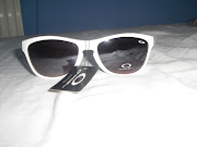 GAFAS OAKLEYCOLOR BLANCO10 EUROS.