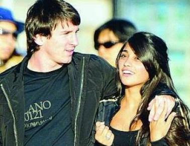 Lionel Messi with Wife Picture 2012