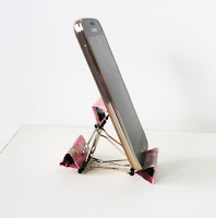 http://akamatras.blogspot.gr/2015/09/diy-smart-phone-stand-with-binders-full.html
