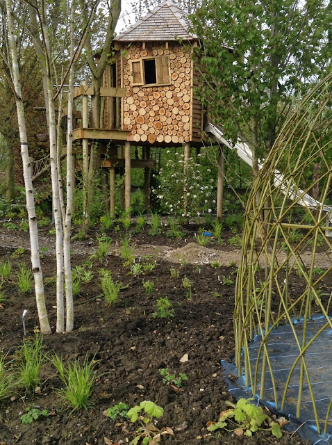 Bestique Design - The Treehouse area and willow teepee immediately after planting - photo by Noemi Mercurelli