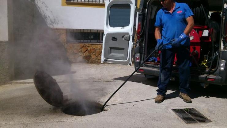 Limpieza de fosas s pticas desatascos en granada 677 for Limpieza de comunidades en granada