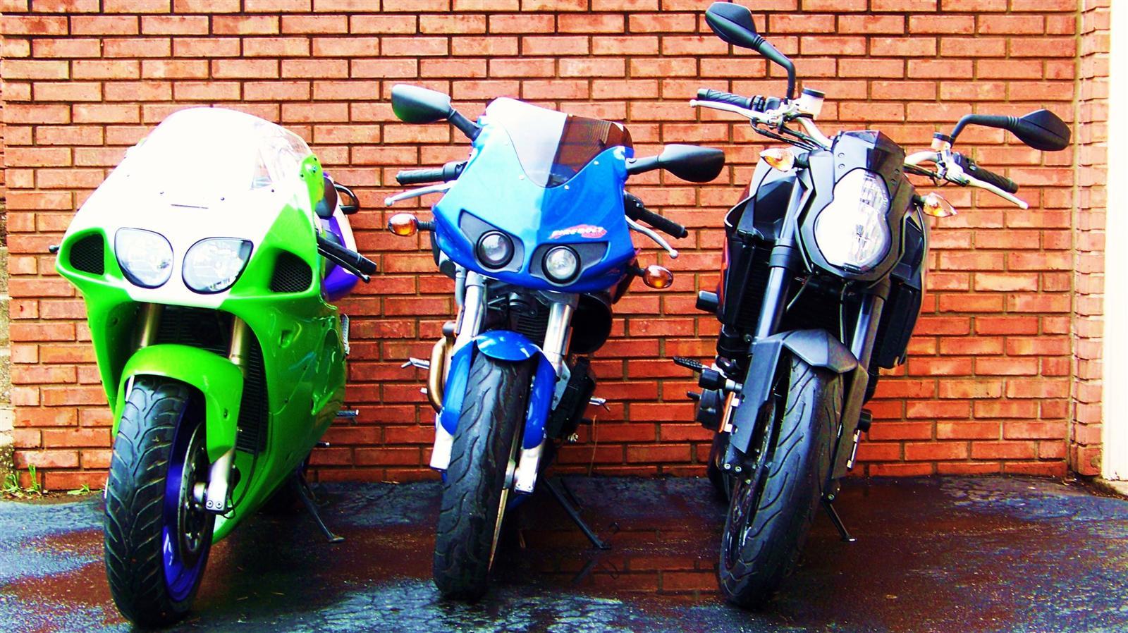 http://2.bp.blogspot.com/-C4US8UgvU3s/TmZ0H9vqMFI/AAAAAAAAAsc/7hbhQHBpGhA/s1600/Bikes+Wallpaper+%2528Custom%2529.JPG