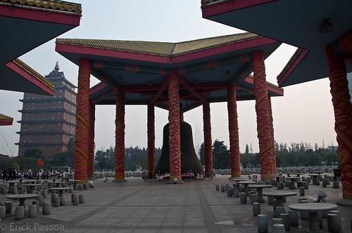 http://www.opoae.com/2013/02/inilah-desa-terkaya-di-china-tidak-ada.html