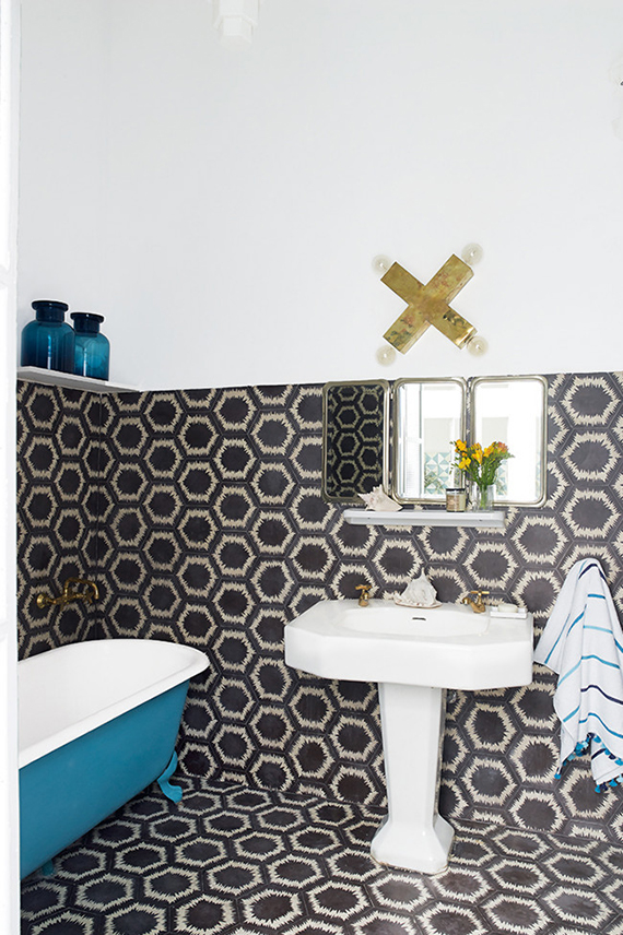 Bathrooms with bold patterned walls | Image via Richard Powers via Inside Out